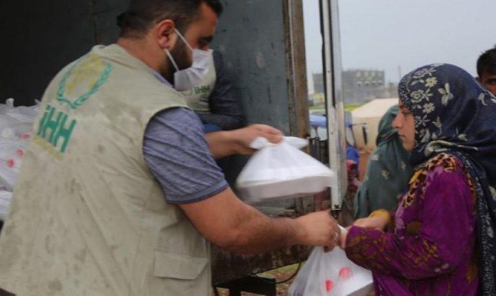 هيئة الاغاثة التركية تقدم وجبات افطار للصائمين في اعزاز
