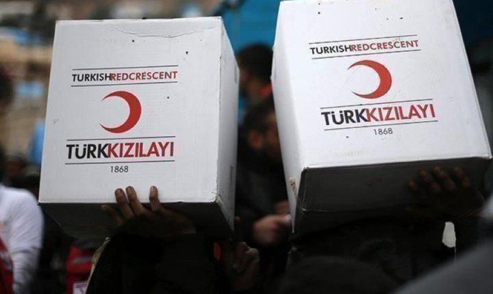 توزيع طرود غذائية من قبل الهلال الاحمر التركي ….على مدينتين سوريتين
