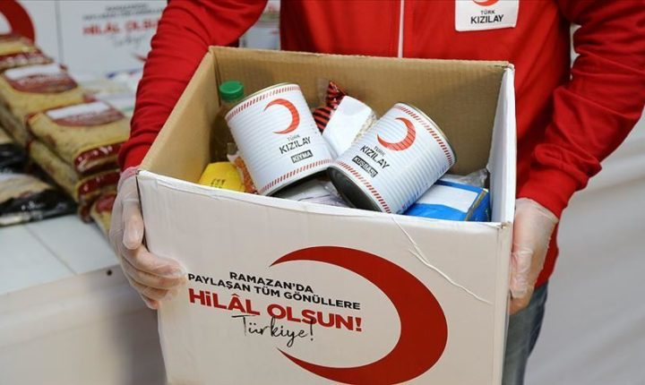 مساعدات انسانية تصل الى ادلب مقدمة من الهلال الاحمر التركي