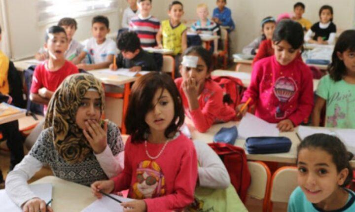 التربية التركية تعد مشروع لدعم اندماج الأطفال السوريين بنظام التعليم التركي