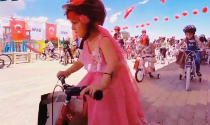 محافظات ضمن مراسم حفل مُهيبة.. وزارة الرياضة والشباب التركية توزع عشرات الدرّاجات الهوائية على الأطفال الأيتام في إدلب