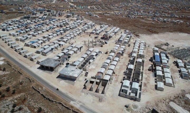 تركيا.. استكمال بناء 310 منازل مؤقتة للسوريين بإدلب.