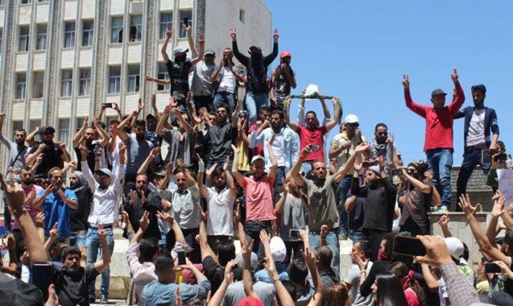 """العفو الدولية"""" تطالب نظام """"الأسد"""" بالإفراج الفوري عن معتقلي مظاهرات السويداء دون قيد أو شرط"""
