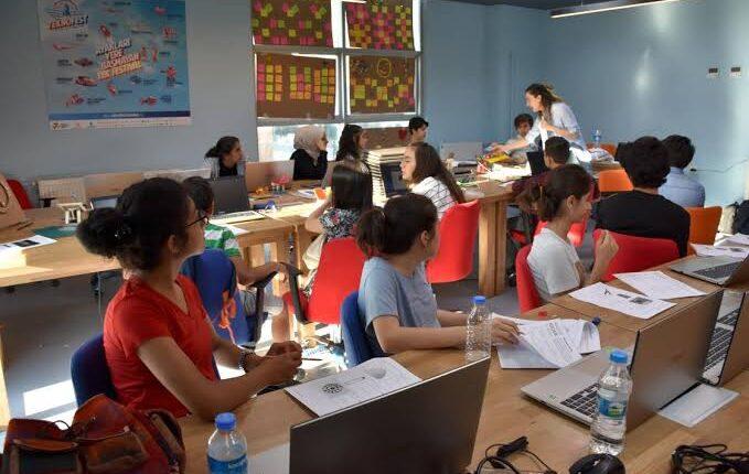 """هجرة ولاجئين تركيا تفتتح عدداً من مراكز تدريب """"مخترعي المستقبل"""" للطلاب السوريين والأتراك في ولاية غازي عنتاب"""