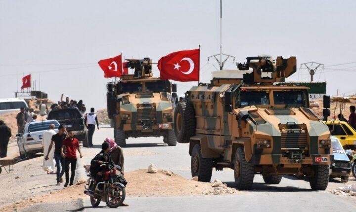 الجيش التركي يرسل 30 آلية عسكرية ثقيلة إلى إدلب