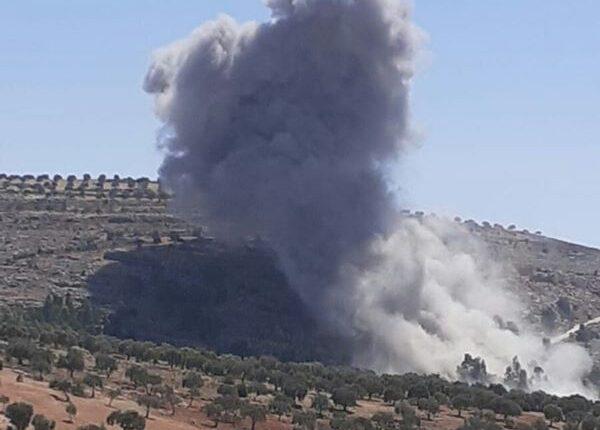 """في تصعيد جديد.. أكثر من 10 غارات جوية للطيران الحربي الروسي تزامناً مع قصف مدفعي وصاروخي على قرى وبلدات ريف """"إدلب"""""""