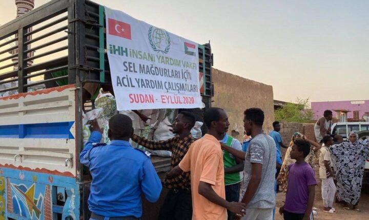السودان.. الإغاثة التركية توزع مساعدات على مئات العائلات المتضررة من السيول