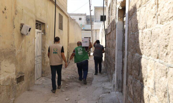 """شمالي سوريا.. """"الإغاثة التركية"""" توزع مساعدات على مصابي """"كورونا"""""""