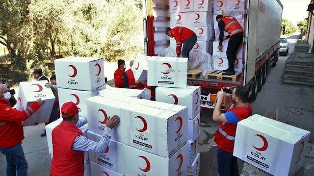 الهلال الأحمر التركي يوزع مساعدات إنسانية في أذربيجان