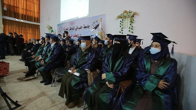 """أول مراسم تخرج لـ30 طالبا في """"اعزاز"""" السورية"""