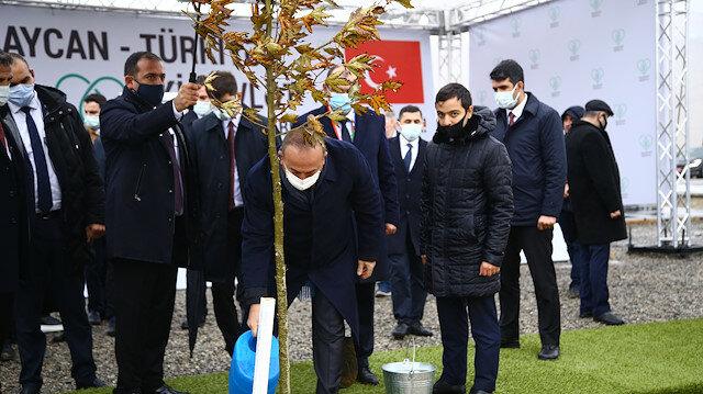 """سياسة تشاووش أوغلو يشارك بحملة أذربيجان """"نفَس للعالم، نفَس للمستقبل"""""""