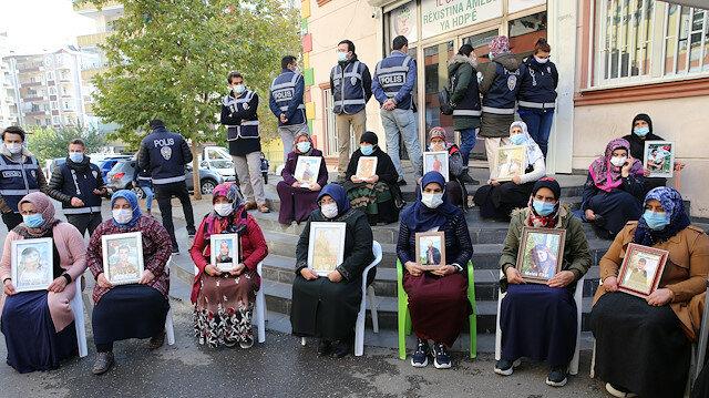 """تركيا.. أسرتان جديدتان تنضمان إلى اعتصام أمهات """"ديار بكر"""""""
