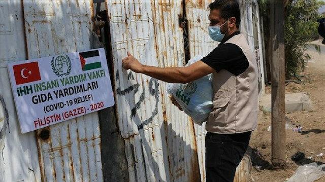 """غزة.. مساعدات تركية لعائلات """"محجورة"""" منزليا بسبب كورونا"""