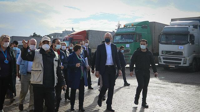 وزير أيرلندي يتفقد سير المساعدات على الحدود التركية السورية