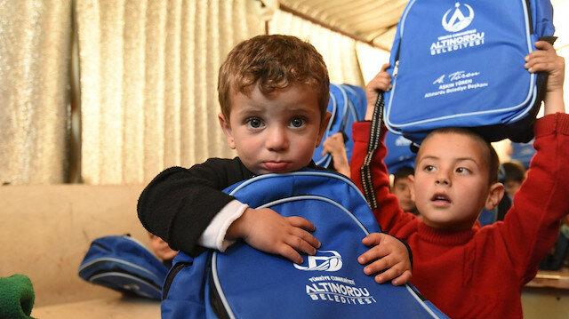 تركيا.. إرسال مساعدات شتوية للاجئين السوريين