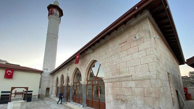 تركيا تنتهي من ترميم مسجد وضريح في عفرين السورية
