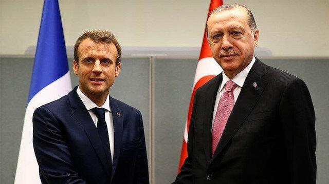 بتحية تركية.. ماكرون يوجه رسالة ودية لأردوغان
