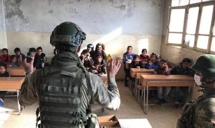 """الجيش التركي.. يد العطاء في """"نبع السلام"""" شمالي سوريا"""