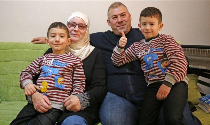 أطباء أتراك يعيدون النور لأم سورية أعمتها براميل الأسد (تقرير)