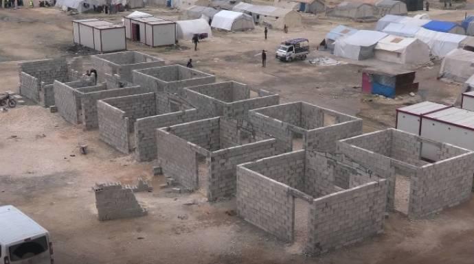 مد يد العون | الحلقة الثامنة عشر | جمعية صدقة طاشي مستمرة ببناء البيوت السكنية في إدلب