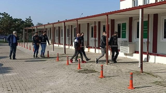 تركيا.. توقيف 3 أجانب يزورون وثائق للإقامة