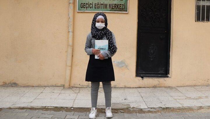 مد يد العون | الذهاب للمدرسة على قدمين.. حلم طفلة سورية يتحقق في تركيا (قصة إنسانية)