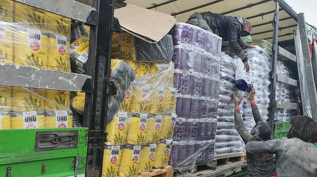 تركيا.. إرسال 8 شاحنات مساعدات إنسانية لإدلب السورية