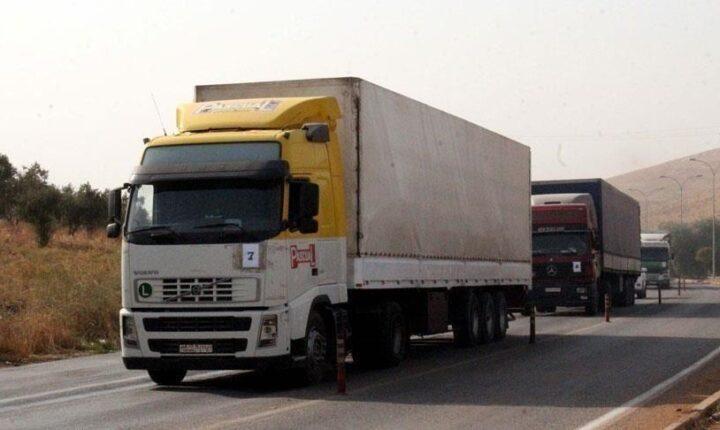 90 شاحنة مساعدات أممية تدخل إدلب عبر تركيا