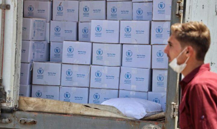 روسيا توظف المساعدات الدولية للسوريين لمحاولة تعويم نظام الأسد