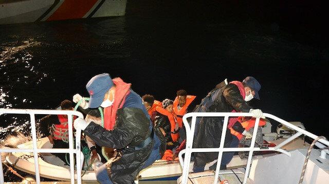 دفعتهم اليونان إلى المياه الإقليمية التركية.. إنقاذ 8 طالبي لجوء غربي تركيا