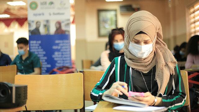 جهود مجتمعية تدعم 1700 طالب سوري بتركيا ودول الجوار