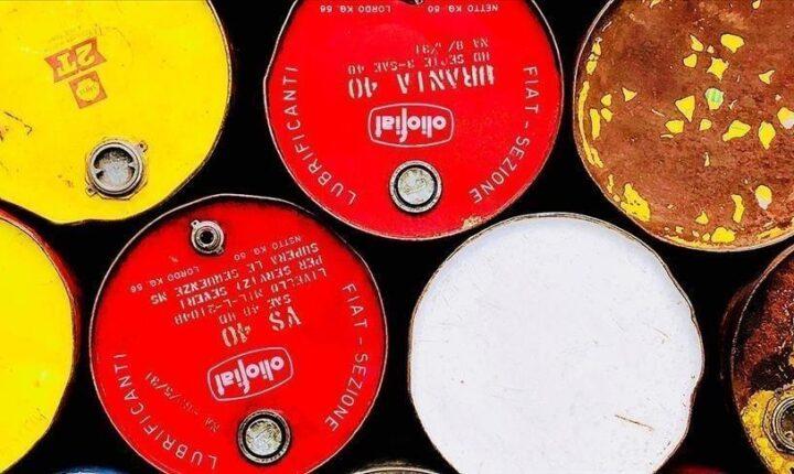 """روسيا تعلن نيتها الابتعاد عن """"عقود النفط"""" المقومة بالدولار"""
