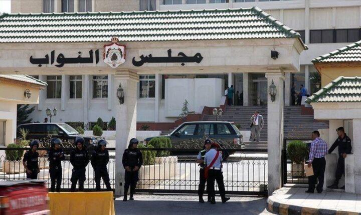 الأردن.. استقالة البرلماني المجمدة عضويته أسامة العجارمة