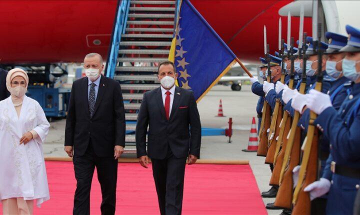 أردوغان يصل البوسنة في زيارة رسمية
