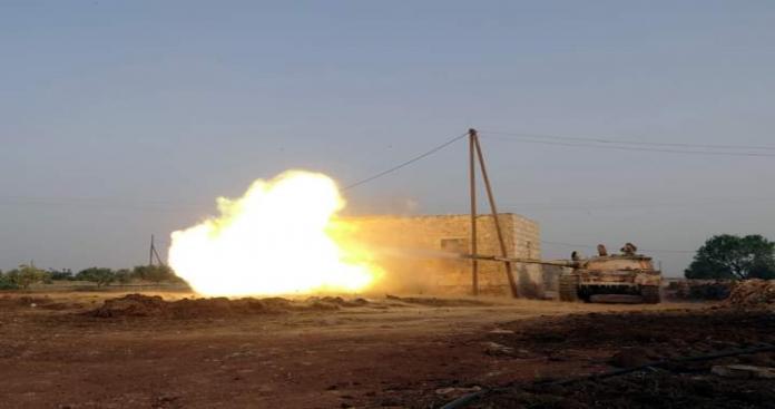 """كبدت فصائل الثوار قوات الأسد خسائر في الأرواح والعتاد، على أحد محاور جبل الزاوية جنوبي إدلب في ظل التصعيد العسكري الذي تشهده المنطقة.  واستهدفت فصائل الثوار صباح اليوم الأربعاء، أحد مواقع قوات الأسد جنوب إدلب، بصاروخ موجه ما أدى إلى تكبيد قوات الأسد خسائر في الأرواح والعتاد.  حيث استهدفت الفصائل بصاروخ موجه من نوع """"تاو"""" دشمة لقوات الأسد على محور الملاجة بريف إدلب الجنوبي.  وأدى الاستهداف إلى وقوع قتلى وجرحى في صفوف قوات الأسد والميلشيات التابعة لها، وذلك خلال تجمعهم في مكان الاستهداف."""
