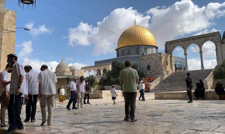 القدس.. مئات المستوطنين يجددون اقتحاماتهم للمسجد الأقصى