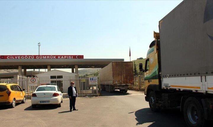 عبر تركيا.. 25 شاحنة مساعدات أممية تدخل إدلب