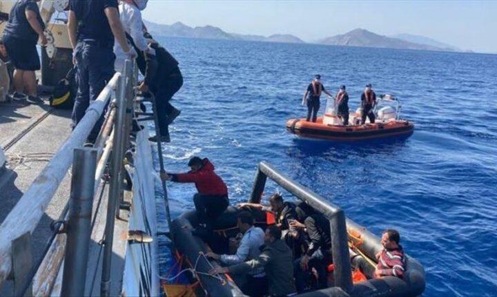 إنقاذ 4 مهاجرين دفعتهم اليونان إلى المياه التركية